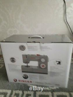 Singer 4423 Heavy Duty Sewing Machine brand new
